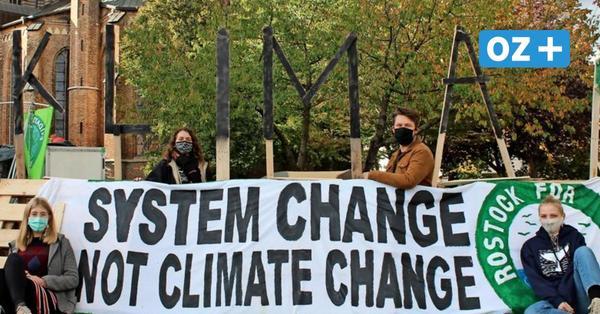 Rostock: Klimaaktivisten errichten Protestcamp auf dem Neuen Markt