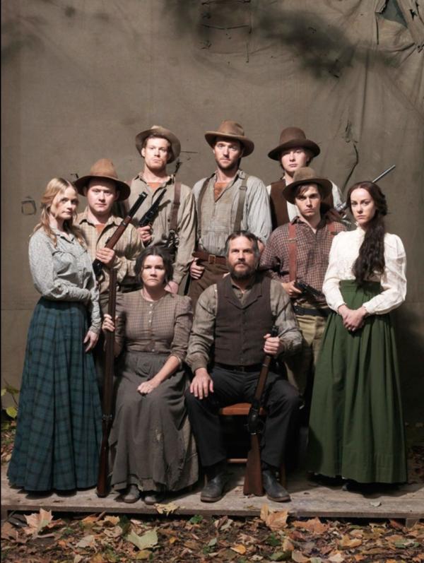 Film serisinde McCoy ailesini oynayan oyuncular. Kaynak: https://www.rottentomatoes.com/tv/hatfields_and_mccoys_miniseries#&gid=1&pid=t-238467