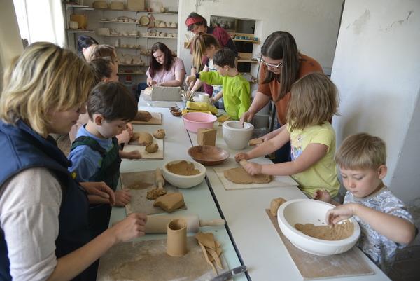 Am Sonnabend öffnet die Keramikwerkstatt für Interessierte. Foto: Kristin Engel