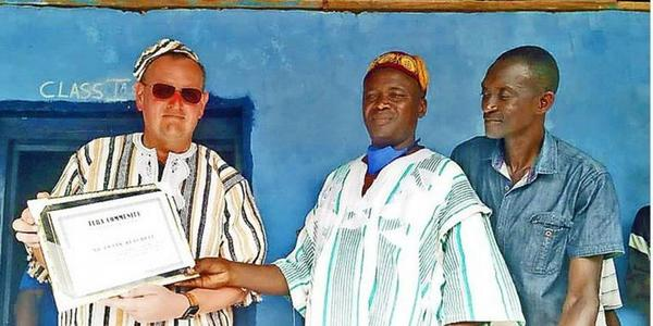 Stralsunder wird in Sierra Leone als Häuptling geehrt