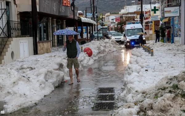 Unwetter auf Kreta: Hagelberge, Restaurant eingestürzt, Flughafen dicht