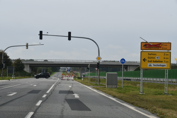 Die L296 zwischen Kubbelkow und Teschenhagen ist gesperrt. (Foto: Uwe Driest)
