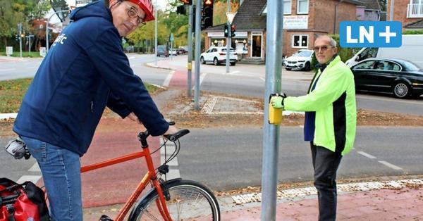 Planungsfehler: Ampel in Ahrensburg in der Mitte vom Radweg