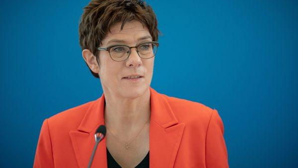 CDU-Spitze verschiebt Parteitag zur Vorsitzenden-Wahl
