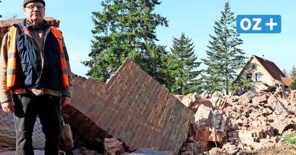 Schornstein in Kröpelin dem Erdboden gleich gemacht: So lief die Sprengung