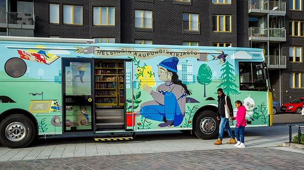 The brand new children's mobile library Stoori invites visitors to adventure | Helmet