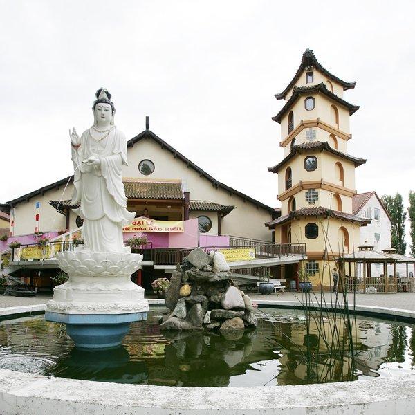 Im Kloster Vien Gac in Mittelfeld steht die zweitgrößte buddhistische Pagode Europas. (Foto: Michael Zgoll)