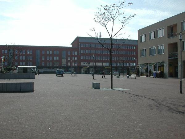 Der zentrale Thie-Platz in der Kronsbergsiedlung. (Foto: Michael Thomas)