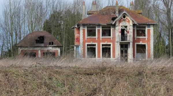 Une maison hantée enflamme les réseaux sociaux - Spookhuis trekt aandacht