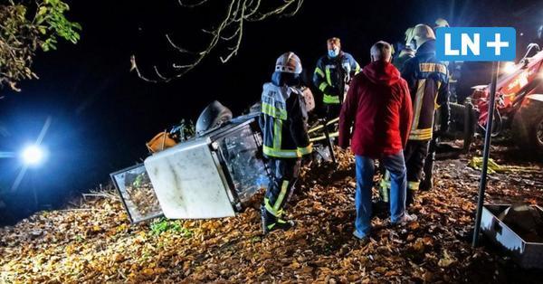 Altenkrempe: Mini-Traktor kippt um und begräbt Mann unter sich