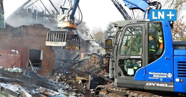 Großfeuer auf Pferdehof in Stubbendorf bei Reinfeld: Bewohner und Tiere gerettet