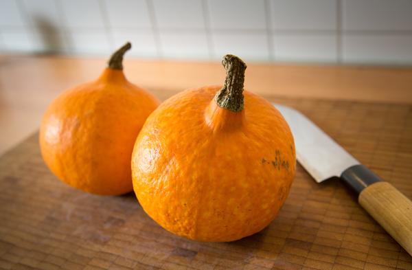 Aus Kürbissen wird im Handumdrehen Kürbispüree, die Grundlage für den Pumpkin Spice Latte. Foto: dpa