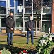IG Metall Wolfsburg: Stille Kranzniederlegung auf dem Sara-Frenkel-Platz