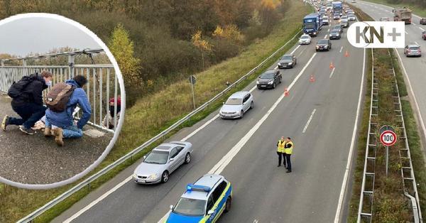 Demonstranten blockieren Autobahn 215