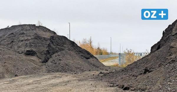 Bizarrer Rechtsstreit auf Rügen: Wem gehören die 6000 Tonnen Asphalt in Sagard?