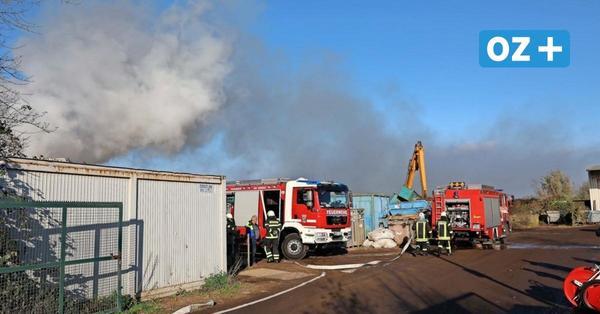 Parkentin: Brand in Schrotthandel sorgt für Großeinsatz