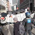 """""""Querdenken""""-Demo in Frankfurt: Demonstranten blockieren Route"""