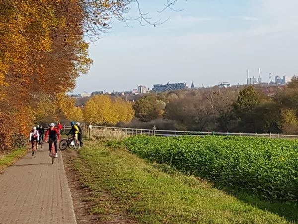 Aussicht inklusive: Hannovers Stadtsilhouette, vom Benther Berg aus betrachtet. (Foto: Bernd Haase)