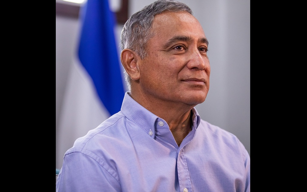 The leader of the People's United Party (PUP), John Briceño, has been sworn in as the fifth Prime Minister of Belize.