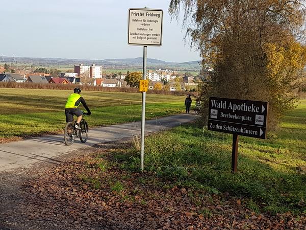 Mit Perspektive: Blick vom Deisterrand bei Kirchdorf ins Vorland. (Foto: Bernd Haase)