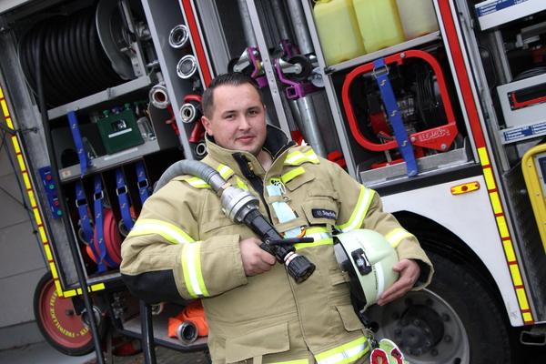 Feuerwehrmann Uwe Schröder aus Kleinmachnow wird von der MAZ durch den zweiten Corona-Lockdown begleitet. Foto: Sina Sakawa