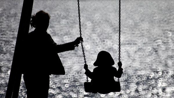 Kinder im Teil-Lockdown: Was gilt beim Freunde treffen, Maske tragen und auf dem Spielplatz?