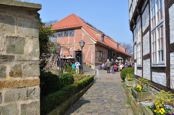Start und Ziel der Wanderung: Der Bissendorfer Ortskern mit Bürgerhaus und Amtshaus. (Foto: Ursula Kallenbach)