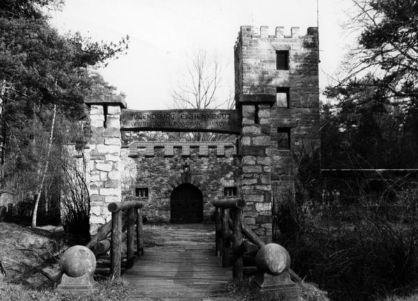 Wurde im Jahr 1928 gebaut: Die Eichenkreuzburg ist ein Jugend- und Freizeitheim. (Foto: HAZ-Archiv)