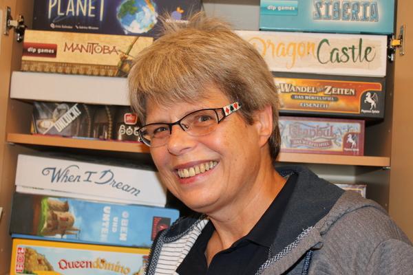 Die Expertin in der Region: Dorle Burgdorf kennt sich gut mit Brettspielen aus. (Foto: Heike Baake)