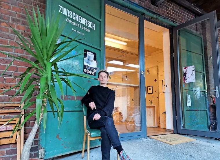 """Kunst trifft Kaffee: Anja Biemann hat im Tapetenwerk das Café """"Zwischenfisch"""" aufgemacht. Foto: Lisa Schliep"""