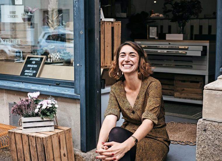"""Kreative Ideen für einen besonderen Tag: Laura Gebhardt möchte mit """"Schachteltante"""" Hochzeitspaaren das Leben ein wenig leichter machen. Foto: Anne-Katrin Hutschenreuter"""