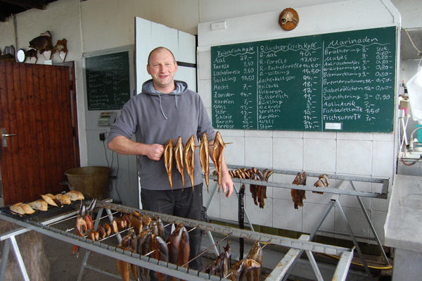 Beim Fischer Mannheim gibt es leckeren Räucherfisch. Foto: Annika Jensen