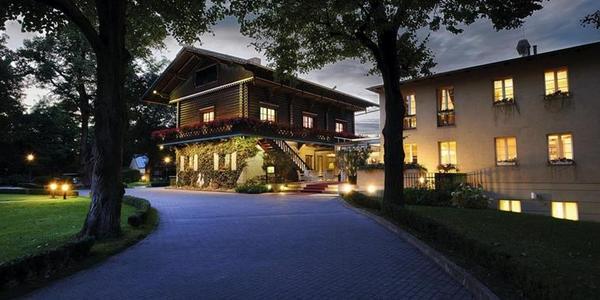 Das frühere Forsthaus im Wildpark ist heute Hotel Bayrisches Haus und bietet Spitzenküche mit Michelinstern. Quelle: Großer Gourmetpreis Berlin-Brandenburg
