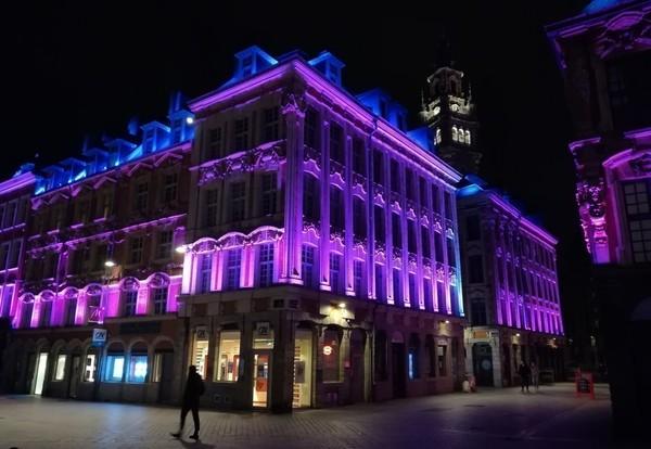 Les bâtiments en violet contre les violences faites aux femmes - Gebouwen kleuren paars als signaal tegen geweld tegen vrouwen