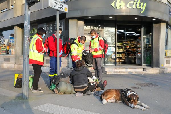 Lille : 3 000 personnes à la rue, une augmentation de 3% en un an - 3% daklozen meer in Rijsel, aantal loopt op tot 3.000 personen
