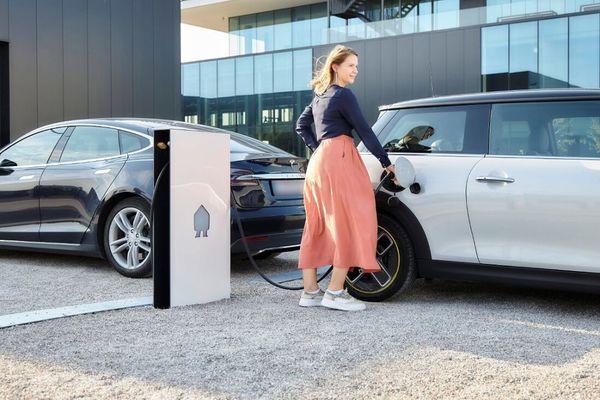 Une station de recharge intelligente remporte un prestigieux prix de design - Slimme laadpaal wint prestigieuze designprijs