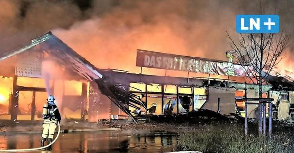Brandstiftung? Feuer vernichtet Geschäft für Heimtierbedarf in Stockelsdorf