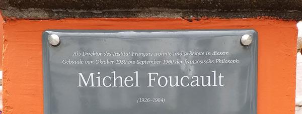 En juin 2019, une plaque en l'honneur de Michel Foucault a été installée