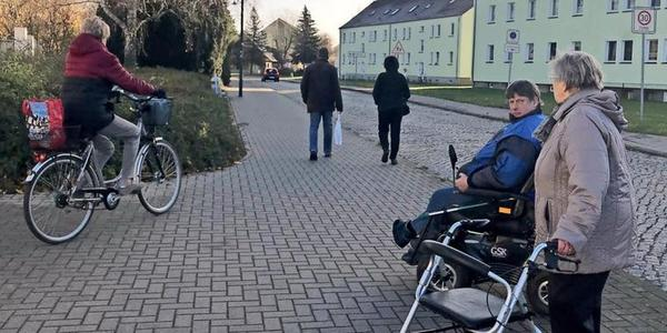 Grimmen: So gefährlich ist es für Fußgänger auf den Gehwegen