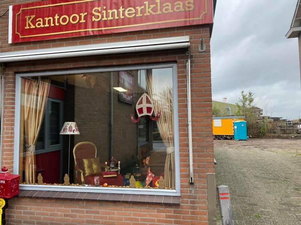 Sinterklaas veilig aangekomen in kantoor Leimuiden