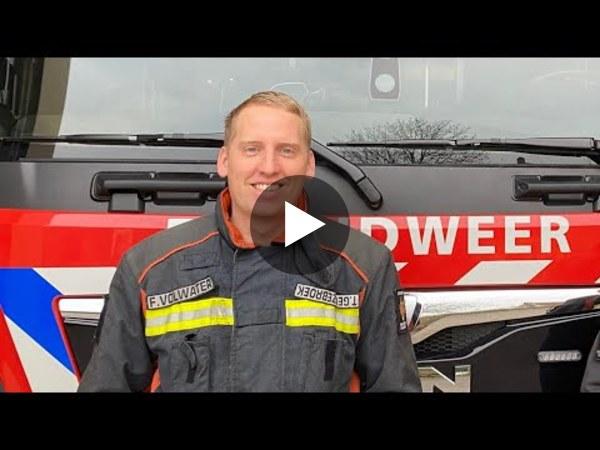 WOUBRUGGE - Tim werkt bij VDE Plant en is daarnaast actief bij de vrijwillige brandweer. In deze video laat hij aan zijn collega's zien waar zijn passie vandaan komt en hoe een uitruk te werk gaat. (video)