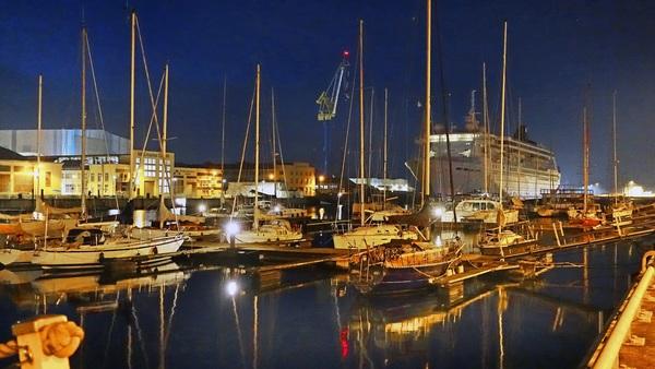 Abendstimmung im Wismarer Westhafen (Foto: Helmut Kuzina)