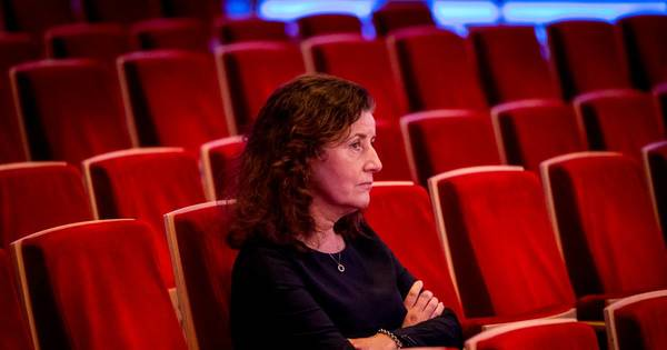 Minister met gebaksvorkje redt theaters, vergeet nachtleven