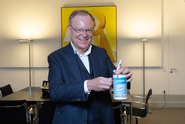 Ministerpräsident Stephan Weil gehört zu den Unterstützern der HAZ-Weihnachtshilfe. (Foto: Tim Schaarschmidt)