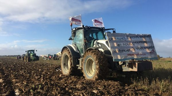 Les agriculteurs du Nord-Pas-de-Calais se mobilisent pour sauver les terres fertiles de la région - De boeren van Nord-Pas-de-Calais willen de vruchtbare grond van de regio te redden