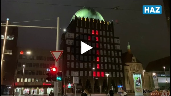 Im Video: So sieht der große Adventskalender am Anzeiger-Hochhaus aus.