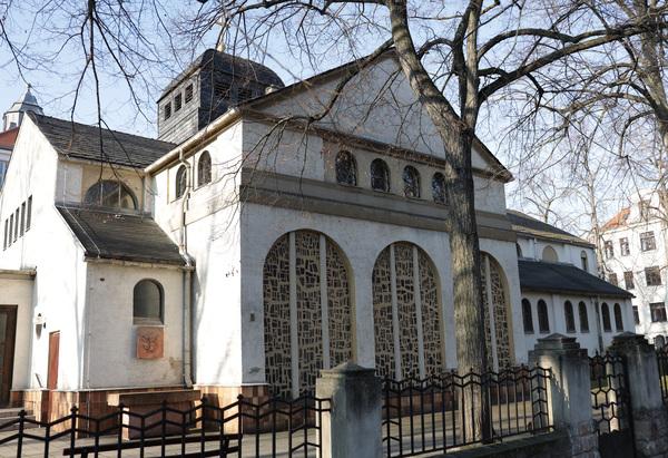 Die Katholische Kirche St. Georg. Foto: André Kempner