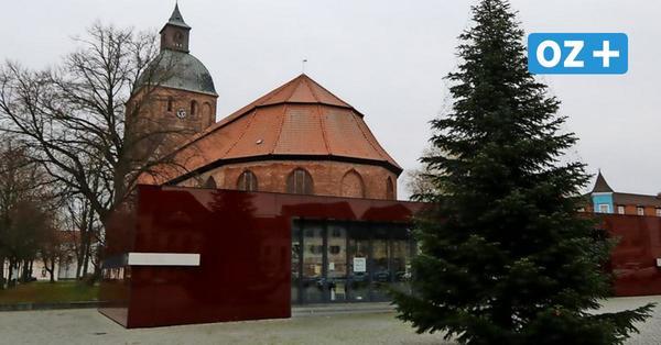 Ribnitzer Markt: Beleuchtung an Weihnachtstanne zerstört