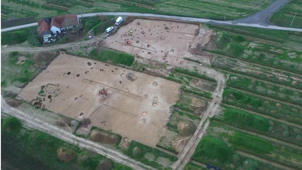 Le plus grand site protohistorique de Belgique découvert à Tournai - Huizen uit bronstijd ontdekt in Doornik