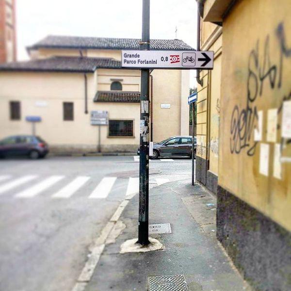 I cartelli di AbbracciaMI all'Ortica!